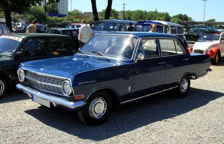 Opel rekord type A 1700 L (1963-1965)(RegioMotoClassica 2011) 01