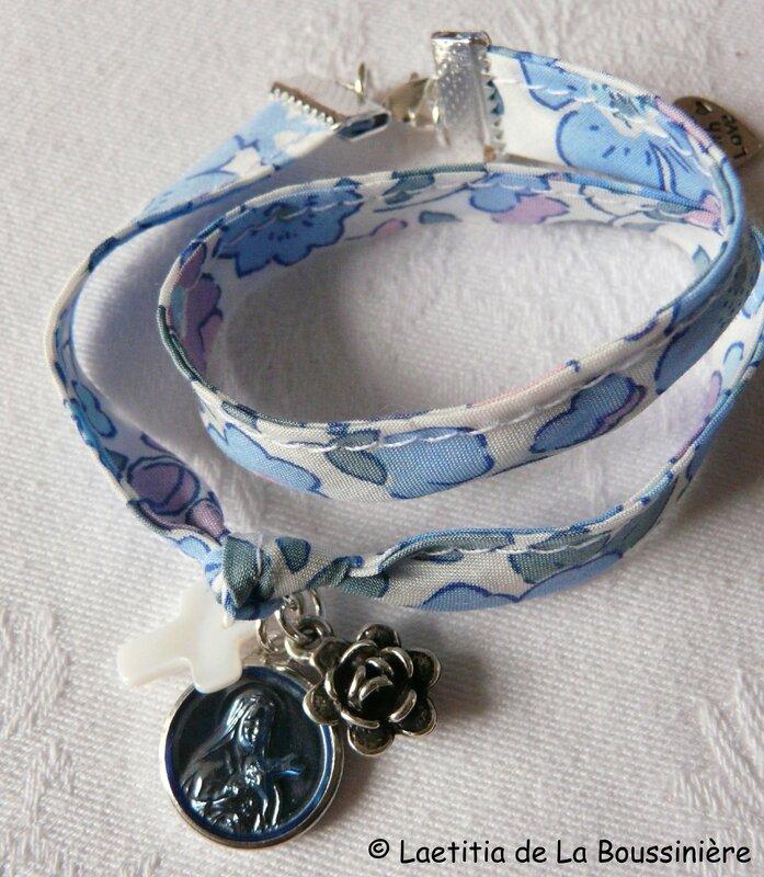 Bracelet Petite Thérèse bleu (sur ruban Betsy rose et bleu)