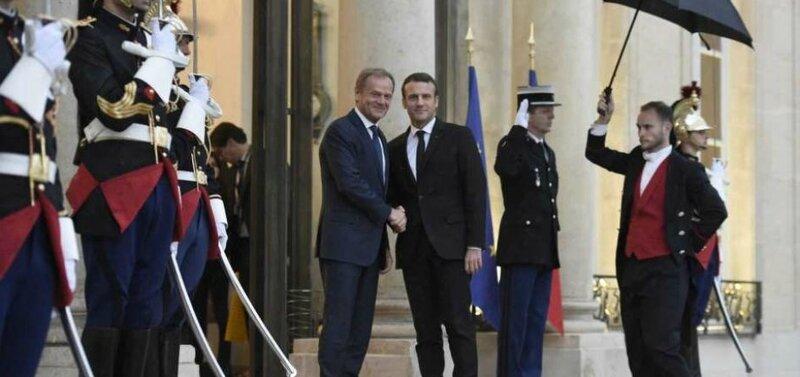 Donald-Tusk_Emmanuel-Macron-945x445