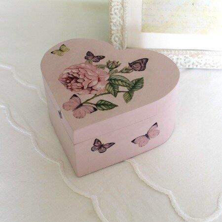 boite coeur rose avec des roses