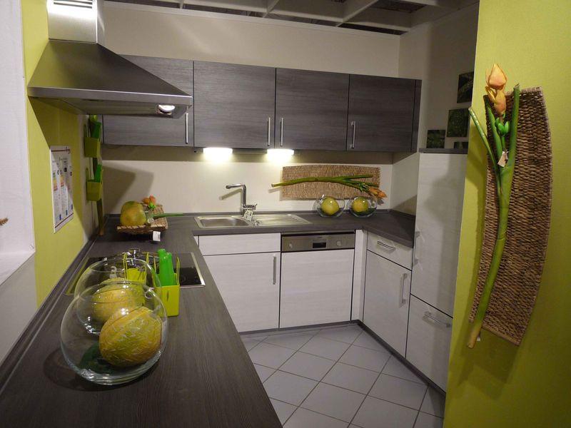 la cuisine sera posee clefs en main avec l electromenager de marque neff inclus un lave vaisselle silencieux programmable et demi charge une plaque de