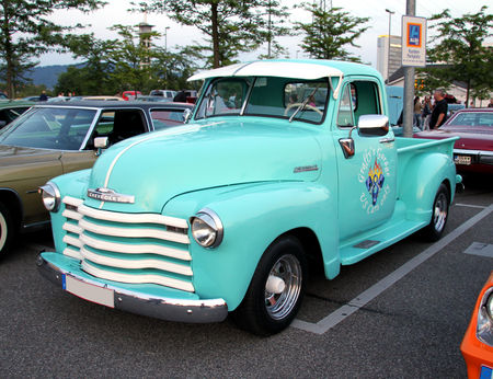 Chevrolet_pickup__1948_1953__Rencard_du_Burger_King_mai_2011__01