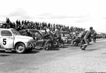 1968 - Pilotes du 2-2 organisent une course de 4 CV