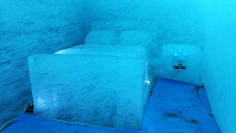 Chamonix, la Mer de Glace, la grotte, intérieur, lit
