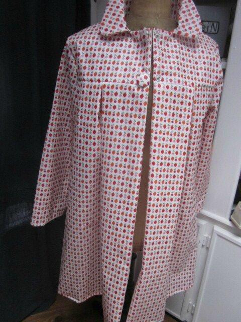 Ciré AGLAE en coton enduit blanc imprimé fraises et cerises fermé par 2 pression dissimulés sous 2 boutons recouverts (3)