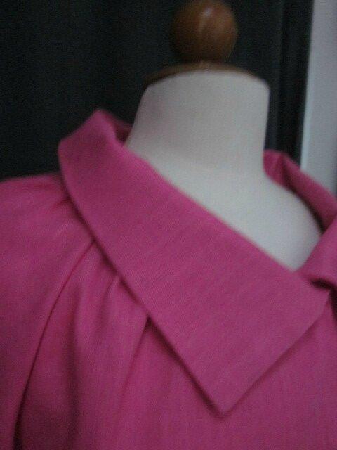 Veste BLANCHE en lin rose tyrien fermé par un bouton de nacre (5)
