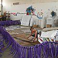 Dans le hangar, préparation des moceaux de tête