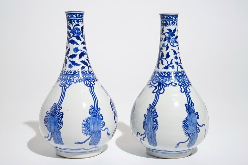 a-pair-of-chinese-blue-and-white-bottle-vases-kangxi-4