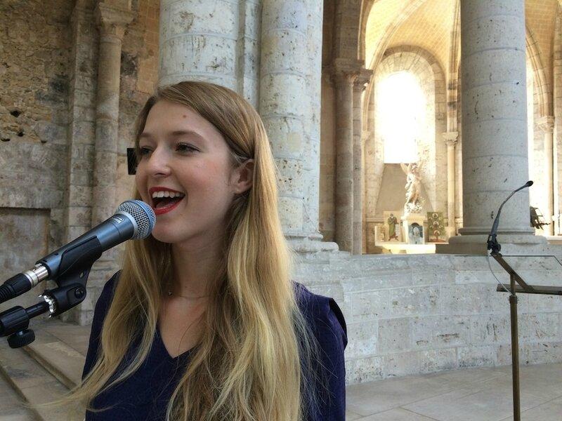 Chanteuse gospel, chanteurs pour messe de mariage, animatrice liturgique, chant chrétien, variété • PARIS Rennes Nantes Rouen https://www.surya-evenementiel.com/