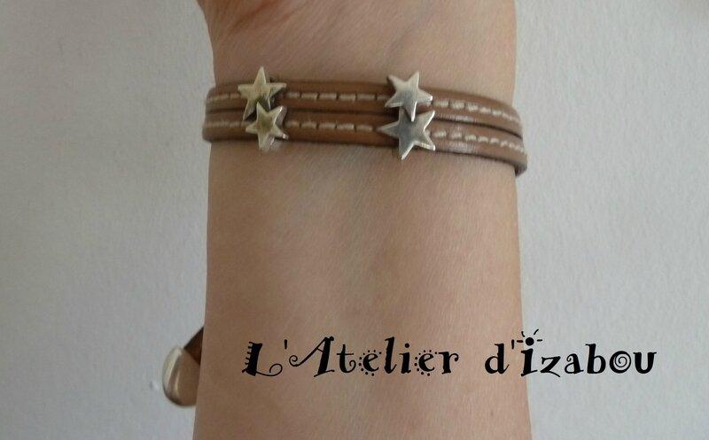 P1140408 Bracelet cuir cousu beige double rang et fermoir coulissant strass, passant étoiles