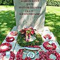 42 Des visiteurs britanniques sont venus déposer des couronnes sur les tombes allemandes.