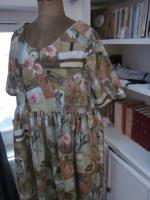 Robe RAYMONDE en coton imprimé ''l'atelier couture'' - manche raglan - longueur genoux - taille unique (4)