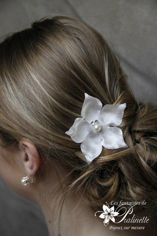 bijoux-mariee-peigne-mariage-grande-fleur-en-satin-de-soie