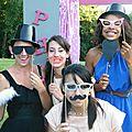 Mariage theme Garden au CHATEAU DE CESARGES coin accessoire photobooth (2)