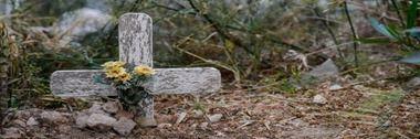 626559_une-tombe-a-la-memoire-d-un-migrants-dans-le-cimetiere-de-l-ile-de-lampedusa-en-italie-le-7-juillet-2013