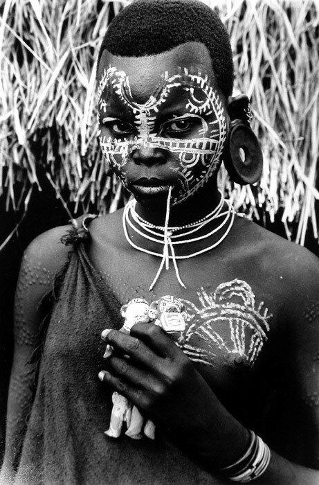 Le peuple Surma : Vu par Isabel Munoz
