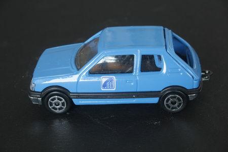 281_Peugeot_205_GTi_07