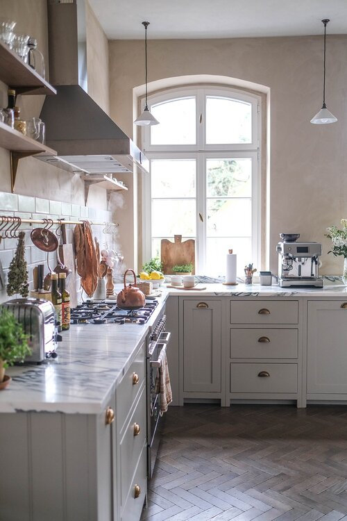 A+Beautiful+deVOL+Kitchen+in+a+Renovated+German+Schoolhouse+-+The+Nordroom+6+grid