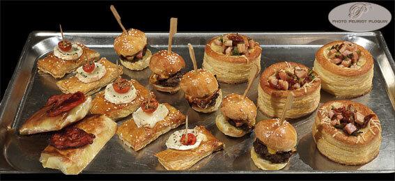MOISSAC_LA_BUFFETERIE_buffet_des_entrees_les_feuilletes_croquants_au_chorizo_feuilletes_chevre_burgers_bacon_chedar_boucheez_au_jambon_fume