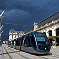 Tram de la ligne C devant la gare St Jean sous un incroyable ciel orageux (2min. après ça pète !)