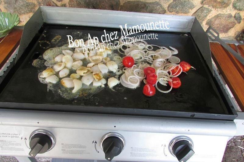 calamars à la plancha oignons et tomates cerises 009