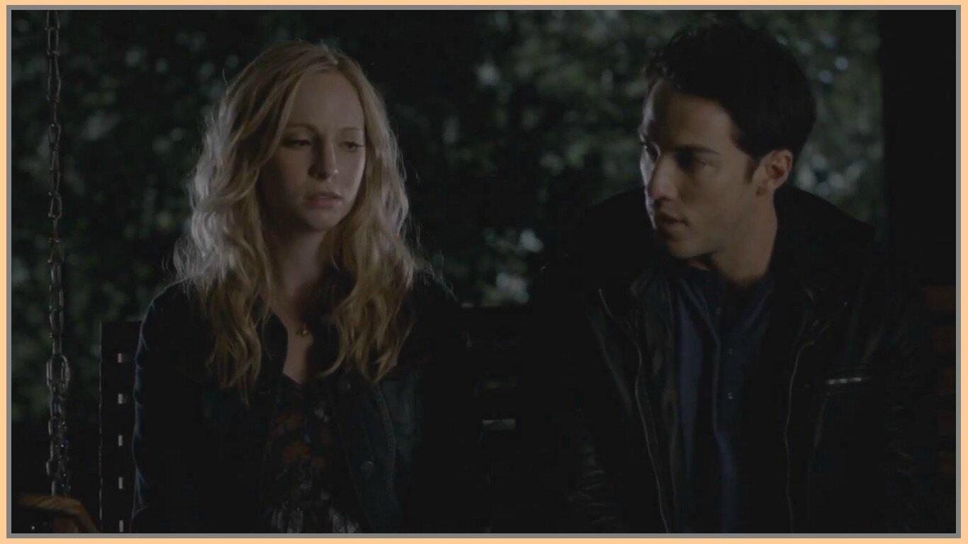 qui est Caroline de Vampire Diaries datant dans la vraie vie