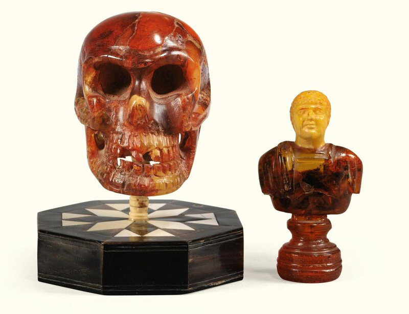 Crâne et buste d'empereur en ambre, Allemagne du Nord, travail moderne