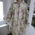 Ciré AGLAE en coton enduit couleur lin imprimé fleuri prune fermé par 2 pressions cachés par 2 gros boutons recouverts dans le même tissu (2)