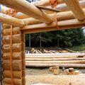 2009 08 07 Le fustier Frédéric Monteil qui construit sa propre maison à la Côte Chaude (39)