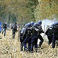 gendarmes dans les champs à NDDL