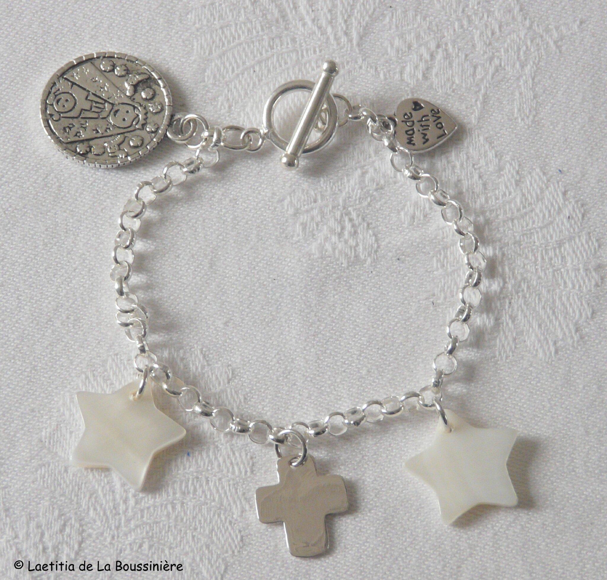 Bracelet deux étoiles en nacre et Croix AM