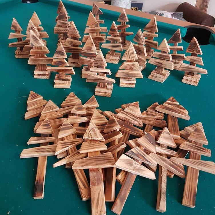 Petits sapin en bois : 3€ pièce