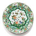 Plat en porcelaine de la famille verte dynastie qing, époque kangxi (1662-1722)