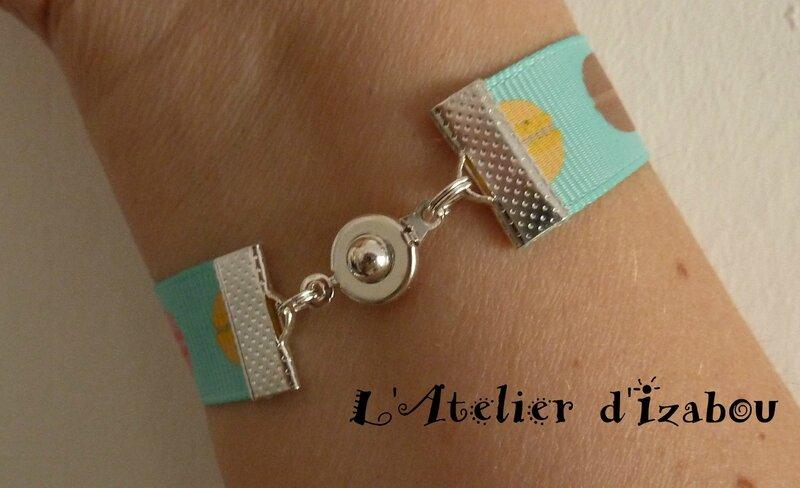 P1110398 Bracelet fille tissu macaron, breloques glace italienne et cuillère, fermoir pression