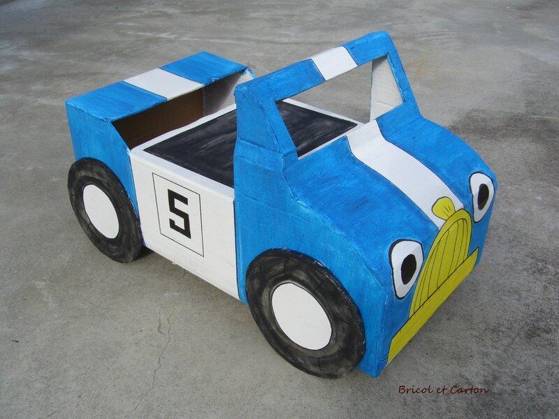 voiture de course pour enfant en carton bricol et carton. Black Bedroom Furniture Sets. Home Design Ideas