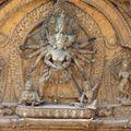Au dessus de chaque porte d'entrée de temple la déesse ou le dieu vénéré