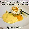 Oeufs pochés sur lit de pommes de terre aux asperges, sauce maltaise