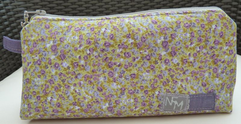 Trousse fleurie Violette
