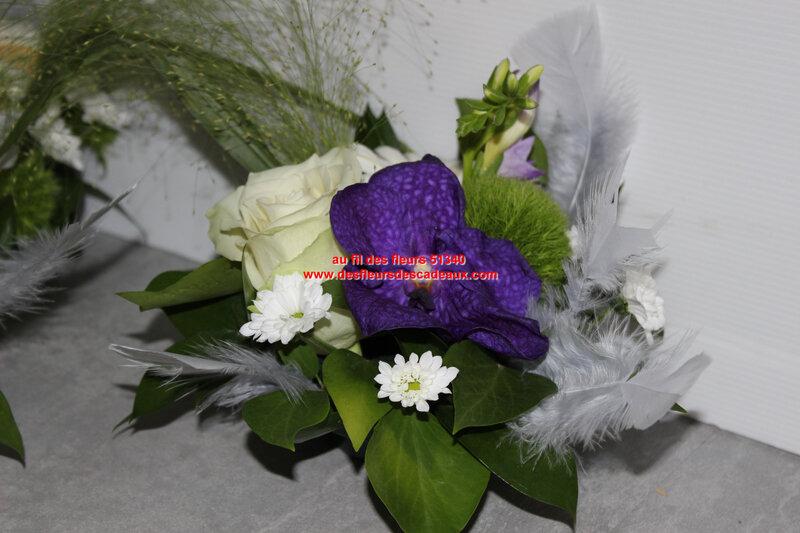 centre de table fleurs blanche et bleu mariage pargny (6)