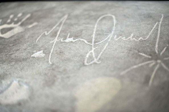 Michael+Jackson+Broken+Heart+Stone+Hand+Footprint+oTutM9JBccXl