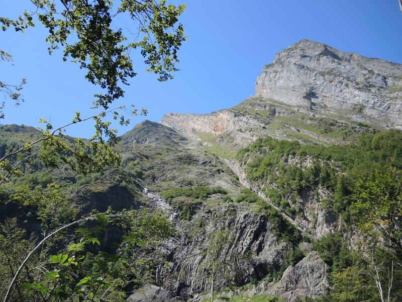 Lac d'Isabe, bois d'Isabe, une éclaircie, montagne (64)