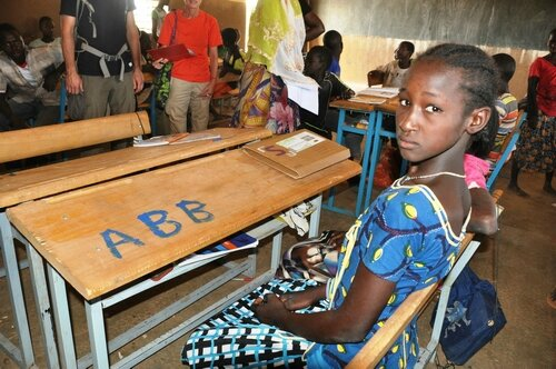 Des tables-bancs pour l'école