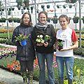 pbmaud-roy-au-centre-lara-et-marion-presentent-les-belles-nouveautes-florales-b-ppbque-l-on-pourra-trouver-dans-la-jardinerie-bphoto-c