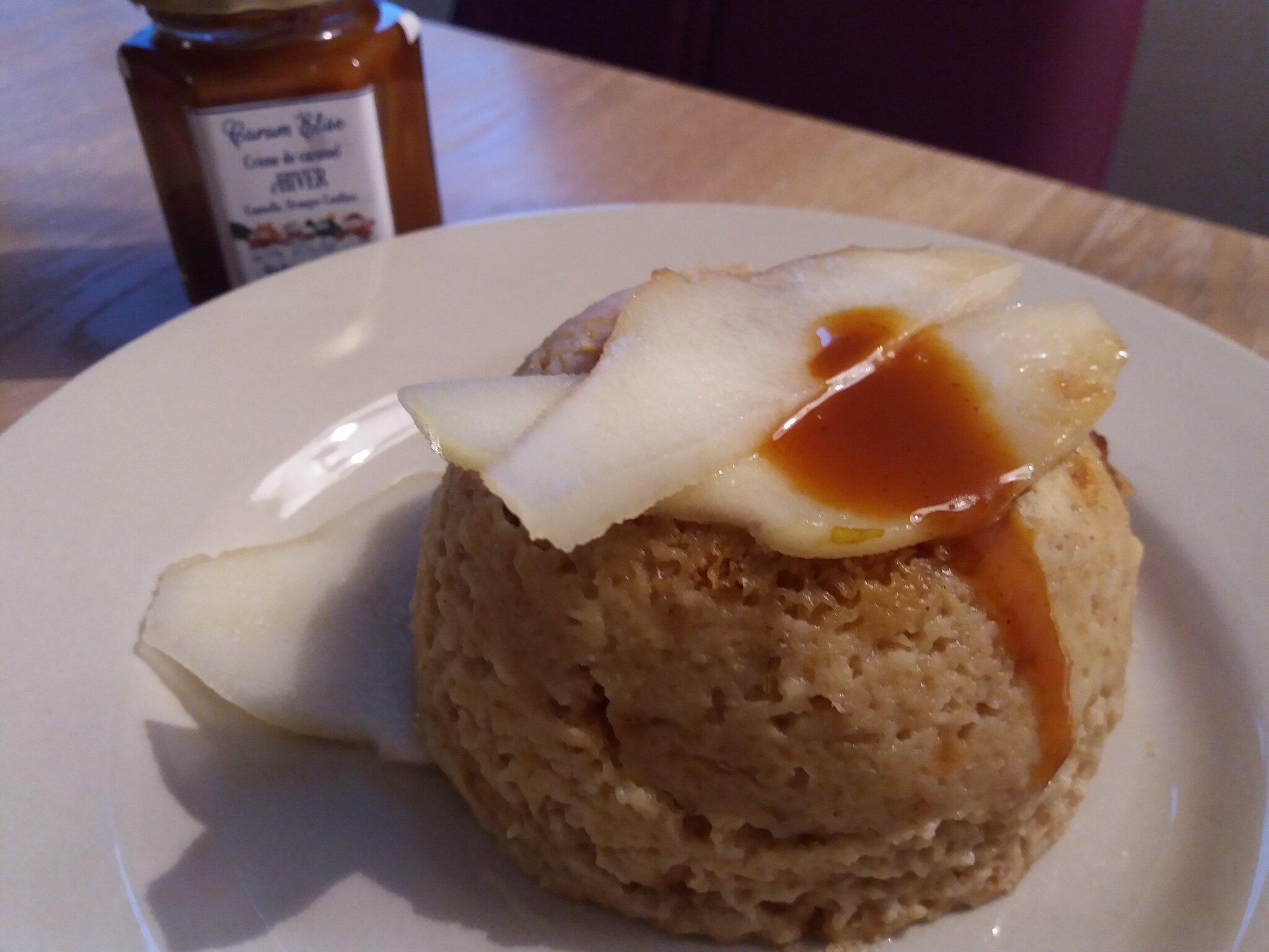 Bowlcake d'hiver gourmand à la poire et au caramel