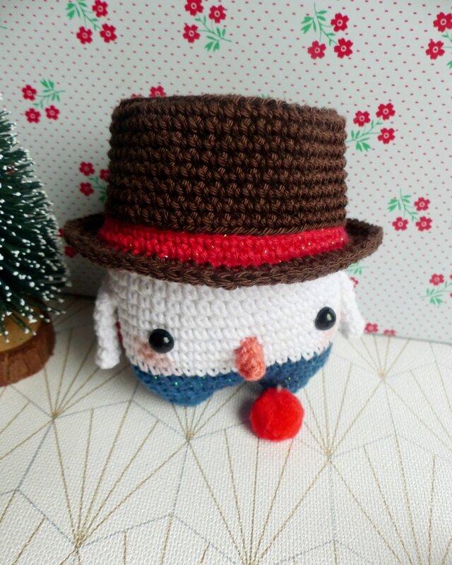 05-simon-bonhomme-neige-lalylala-crochet