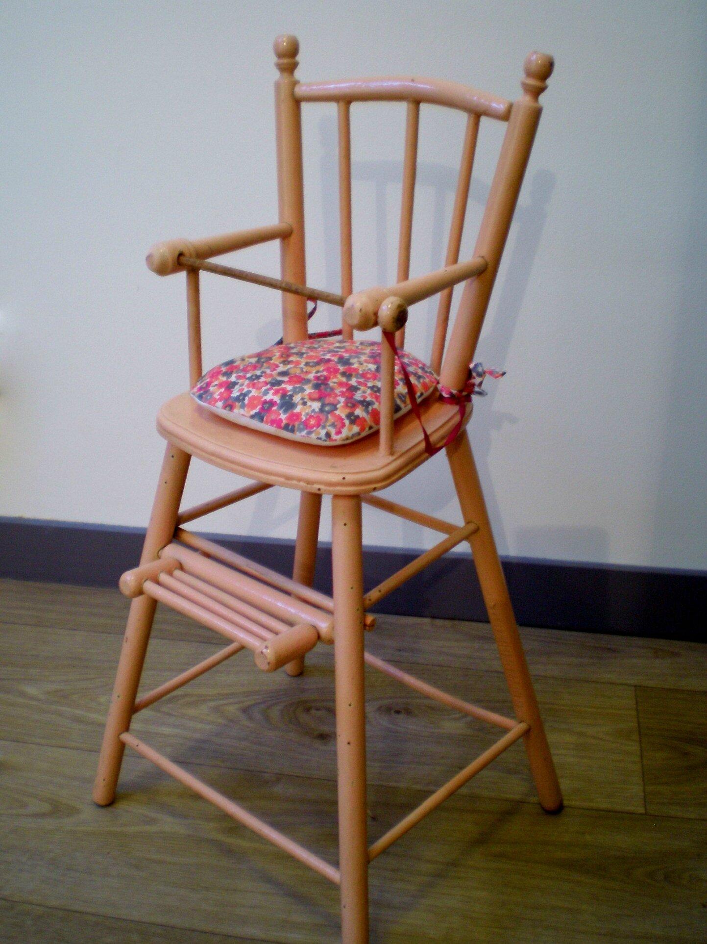 Chaise haute ancienne en bois pour poupée, jouet vintage