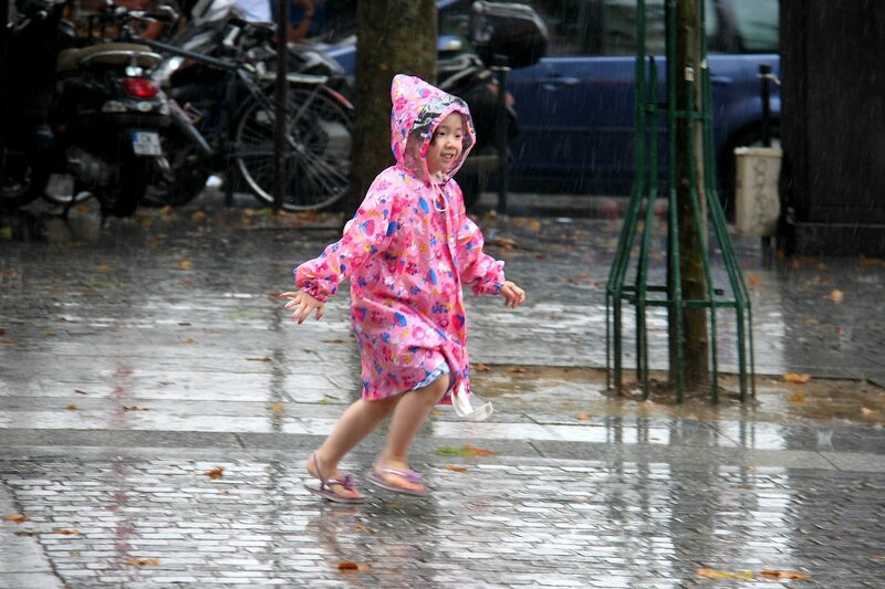 5-Dansons sous la pluie, enfance_5159