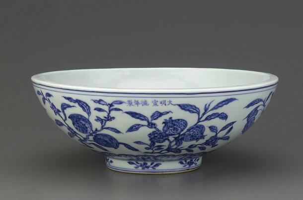 Blue-and-White shallow bowl with thick walls, Xuande mark and period (1426 – 1436), Ming dynasty (1368 – 1644)