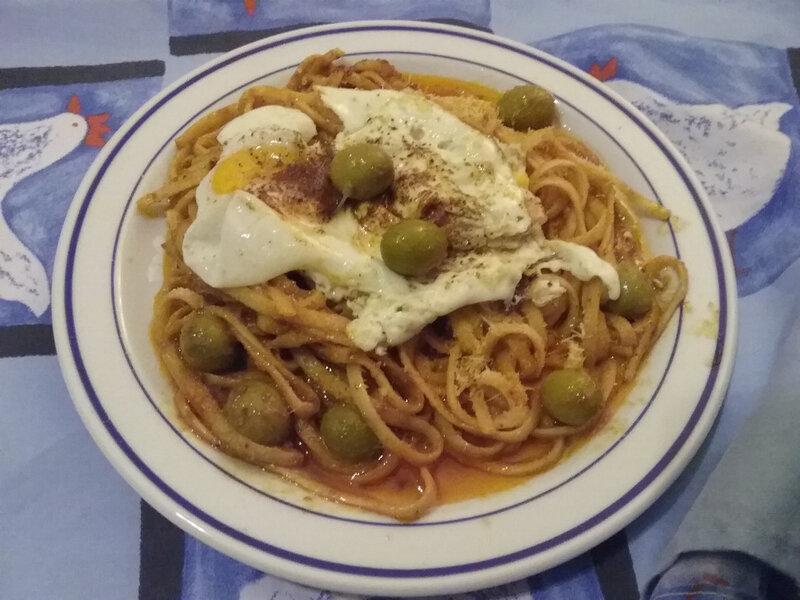 Oeufs frits aux olives et tagliatelle à la bisque de homard1