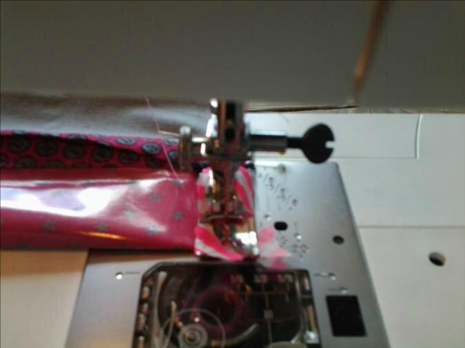 Astuce pour coudre du coton enduit ou du simili cuir avec n'importe quelle machine ;)